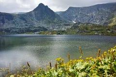 Zadziwiający widok Koniczyna jezioro, Rila góra Siedem Rila jezior Obrazy Stock