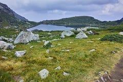 Zadziwiający widok Koniczyna jezioro, Rila góra Siedem Rila jezior Obraz Royalty Free
