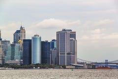 Zadziwiaj?cy widok Manhattan Nowy Jork linia horyzontu Pi?kny t?o fotografia royalty free