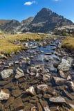 Zadziwiający widok Orlovets szczyt od Elenski jezior, Rila góra Zdjęcia Stock