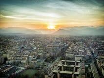 Zadziwiający widok z lotu ptaka rozjarzony miasto Fotografia Stock