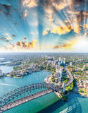 Zadziwiający widok z lotu ptaka Sydney schronienie przy zmierzchem Obrazy Royalty Free