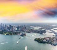 Zadziwiający widok z lotu ptaka Sydney schronienie przy zmierzchem Fotografia Stock