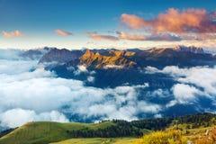 Zadziwiający zmierzch w górach Fotografia Royalty Free