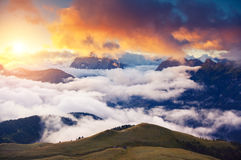 Zadziwiający zmierzch w górach Zdjęcia Stock