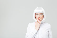 Zadziwiająca ładna młoda kobieta z blondynka włosy Zdjęcie Royalty Free