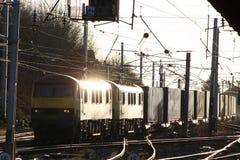 Zafrachtowania na WCML Carnforth klasy 90 elektrycznych locos fotografia stock