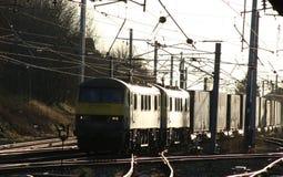 Zafrachtowania na WCML Carnforth klasy 90 elektrycznych locos obraz stock