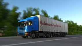 Zafrachtowania semi przewożą samochodem z Johnson And Johnson loga jeżdżeniem wzdłuż lasowej drogi Redakcyjny 3D rendering obraz stock