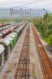 Zafrachtowania Stacjonują z pociągami przy dniem obrazy stock