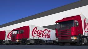Zafrachtowanie semi przewozi samochodem z koka-kola loga rozładunkiem lub ładowaniem przy magazynowym dokiem Redakcyjny 3D render Obraz Royalty Free