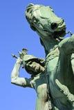 ZAGABRIA, CROAZIA: St George Killing il drago, scultura a Zagabria Fotografia Stock