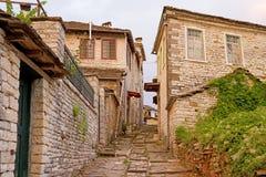 Zagori Dorf-Gasse stockfotos