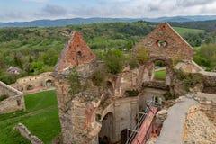 Zagorz podkarpackie/Polen - April, 29, 2019: F?rst?rd kloster i Centraleuropa F?rd?rvar av den historiska templet royaltyfri fotografi