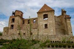 Zagorz podkarpackie/Polen - April, 29, 2019: F?rst?rd kloster i Centraleuropa F?rd?rvar av den historiska templet fotografering för bildbyråer