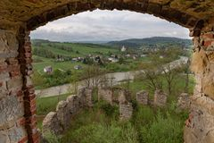 Zagorz podkarpackie/Polen - April, 29, 2019: F?rst?rd kloster i Centraleuropa F?rd?rvar av den historiska templet royaltyfria bilder