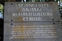 Zagrażający przyrody rehab centrum znaka Zwierzęcy królestwo zdjęcie stock