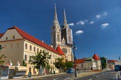ZAGREB, CROACIA - 29 DE JULIO DE 2016: Arquitectura de la catedral de Zagreb foto de archivo libre de regalías