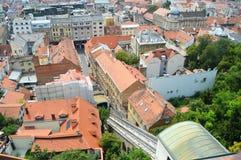 Zagreb funicolar en el centro de ciudad Croacia fotos de archivo