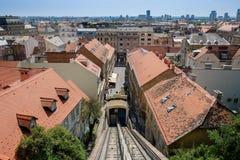 Zagreb funicular o teleférico en el centro histórico de la capital croata fotografía de archivo libre de regalías