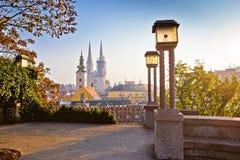 Zagreb histórica se eleva opinión de la salida del sol fotografía de archivo