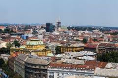 Zagreb, huvudstad av den flyg- sikten för Kroatien - färgrika tak och c Royaltyfria Bilder