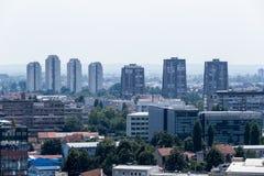 Zagreb, huvudstad av den flyg- sikten för Kroatien - färgrika tak och c Fotografering för Bildbyråer