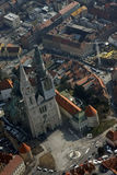 Zagreb-Kathedrale vom Flugzeug Lizenzfreie Stockbilder