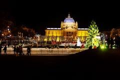 Zagreb, Kroatien: Decemer 30 2015: Eislaufeisbahn bei Pavillion nachts Lizenzfreie Stockfotografie