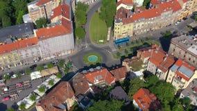 Zagreb Kroatien - Maj, 2019: Surrskott för flyg- sikt av den Zagreb staden från över stock video