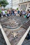 Zagreb Kroatien plan, rosa kompass och turister för golv 3d i den historiska mitten Royaltyfri Foto