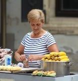 Zagreb/Mais und Erdnuss-Verkäufer Stockbild