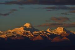Zagreb a Tibet a montanha da neve do sol da manhã Fotos de Stock Royalty Free