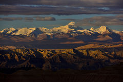 Zagreb till Tibet berget för morgonsolsnö arkivfoto