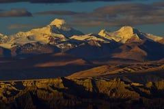 Zagreb till Tibet berget för morgonsolsnö Royaltyfria Bilder
