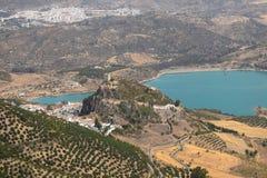 Zahara de la toppig bergskedja slott, CÃ-¡ diz, AndalucÃa, Spanien Luftsikter royaltyfri bild