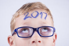 2017, Zahl auf dem Kopf des Jungen Lizenzfreies Stockbild