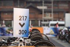Zahl der Reihe für parkendes Fahrrad im Marathon Lizenzfreie Stockbilder