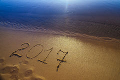 Zahl des neuen Jahres 2017 auf Sand Lizenzfreie Stockfotos
