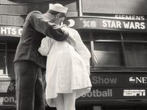 Zahl eines Seemanns, der eine Krankenschwester quadrieren küsst manchmal, in New York Lizenzfreies Stockfoto