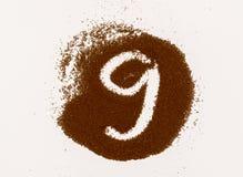 Zahl gemacht vom gemahlenen Kaffee lokalisiert auf weißem Hintergrund lizenzfreie stockbilder