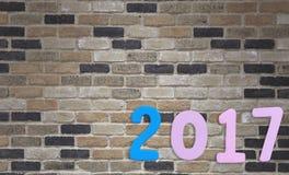 Zahl von 2017 auf einem Backsteinmauerhintergrund Lizenzfreie Stockbilder