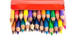 Zahl von farbigen Bleistiften in einem Kasten lokalisiert auf weißem Hintergrund Lizenzfreies Stockbild