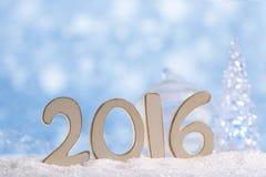 2016 Zahlbuchstaben mit Glasherzen, Weihnachtsbaum Lizenzfreies Stockbild