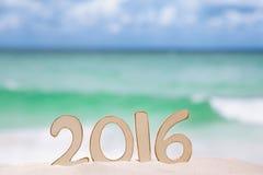 2016 Zahlbuchstaben mit Ozean, Strand und Meerblick Lizenzfreies Stockfoto