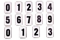 Zahlen auf der Metallplatte lokalisiert auf Weiß lizenzfreies stockfoto
