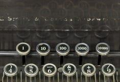 Zahlen auf einer alten Schreibmaschine Stockfotos