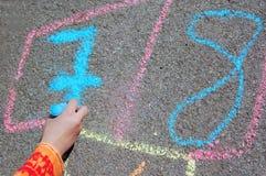 Zahlen auf einer Straße Lizenzfreie Stockbilder