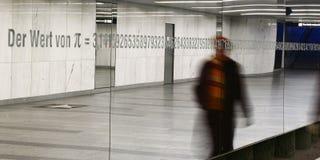 Zahlen auf im Freienspiegel Stockfotografie