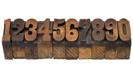 Zahlen in der antiken Briefbeschwererholzart Stockfoto